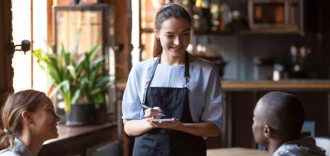 在餐厅提供卓越的客户服务Sunndays