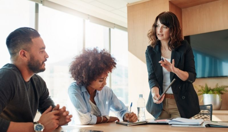 Why Emotional Intelligence for Managers? Practical Tips and Resources to Improve Performance